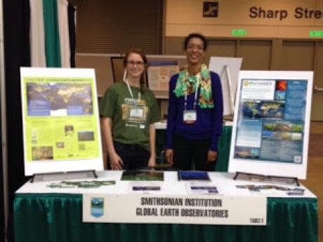 Kristin Powell (ForestGEO; left) and Maria Murray (MarineGEO; right) at the Smithsonian Global Earth Observatories exhibitor tab